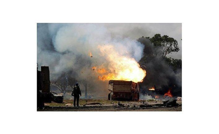 Авиаудар по верным Каддафи силам на дороге между Бенгази и Ajdabiyah