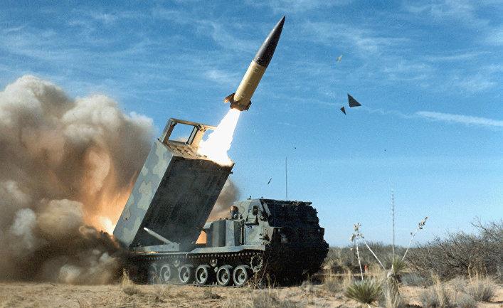 Американский оперативно-тактический ракетный комплекс MGM-140 ATACMS с баллистической ракетой малой дальности. Архивное фото