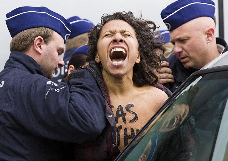 Активистка Femen на акции в Брюсселе