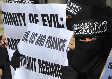 Споры из-за руководства операцией в Ливии