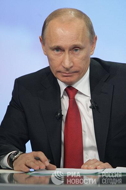 Владимир Путин отвечает на вопросы россиян в прямом эфире