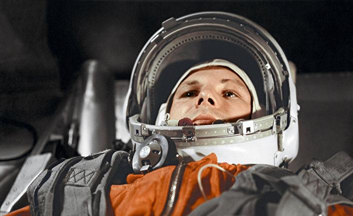 Летчик-космонавт Ю. Гагарин в кабине космического корабля «Восток»