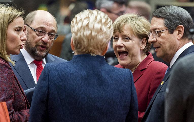 Президент Литвы Даля Грибаускайте на саммите ЕС в Брюсселе, слева направо: Федерика Могерини, Мартин Шульц, Ангела Меркель и Никос Анастасиадис