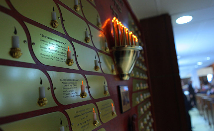 Церемония зажжения свечей в память жертв Холокоста