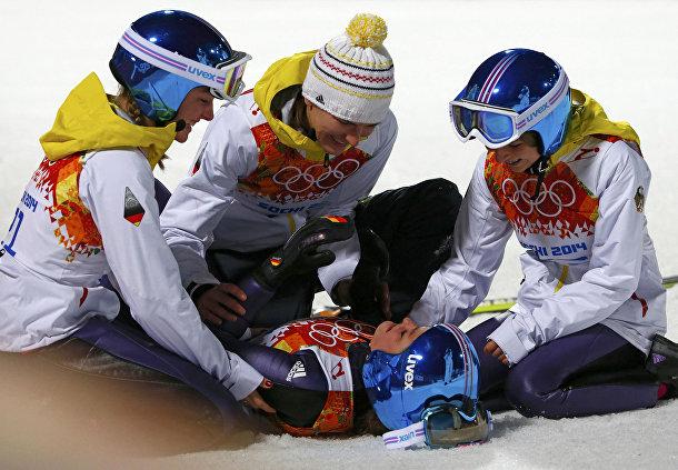 Карина Фогт (Германия) после победы в соревнованиях по прыжкам на лыжах с трамплина на Олимпиаде в Сочи