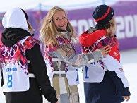 Финка Энни Рукаярви (второе место), американка Джейми Андерсон (первое место) и спортсменка из Великобритании Дженни Джонс (третье место) на XXII зимних Олимпийских играх в Сочи