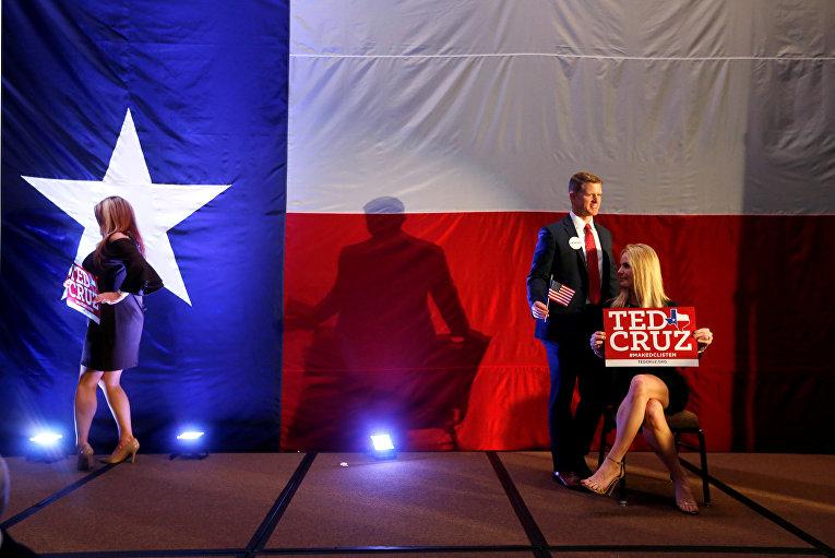 Сторонники республиканца Теда Круза в Хьюстоне, штат Техас, США. 6 ноября 2018 г