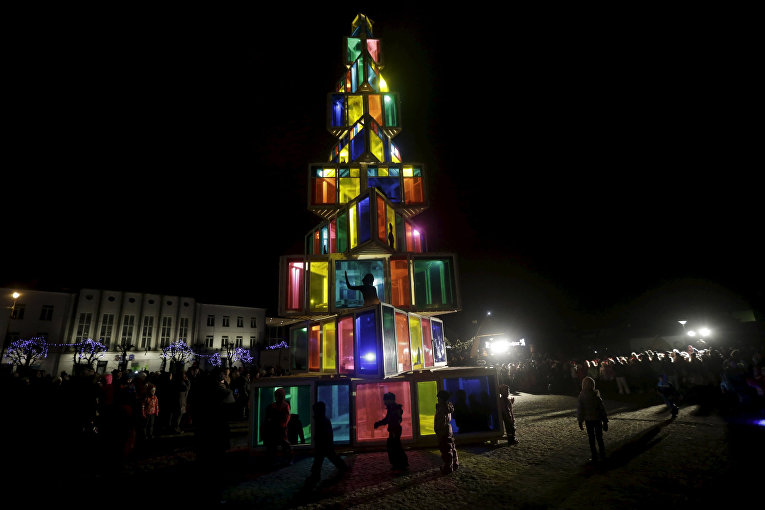 Рождественская елка в городе Раквере, Эстония