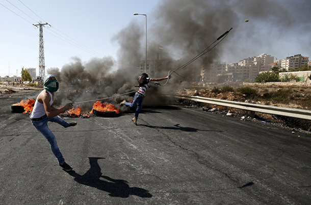 Столкновения палестинцев с израильской полицией рядом с городом Бейт-Эль