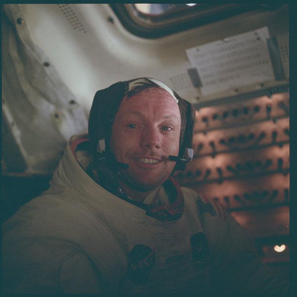 Миссия «Аполлона-11»: Нил Армстронг в кабине «Орла» после выхода на поверхность Луны