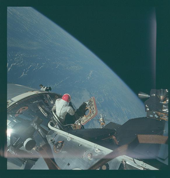 Миссия «Аполлона-9»: выход Скотта в открытый космос