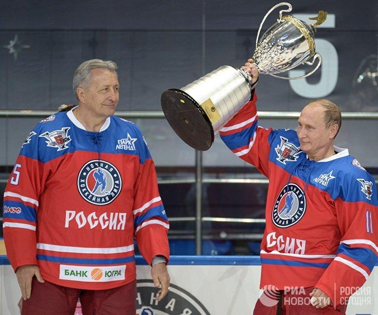 Президент РФ Владимир Путин принимает участие в хоккейном матче чемпионов НХЛ и Правления и почетных гостей НХЛ