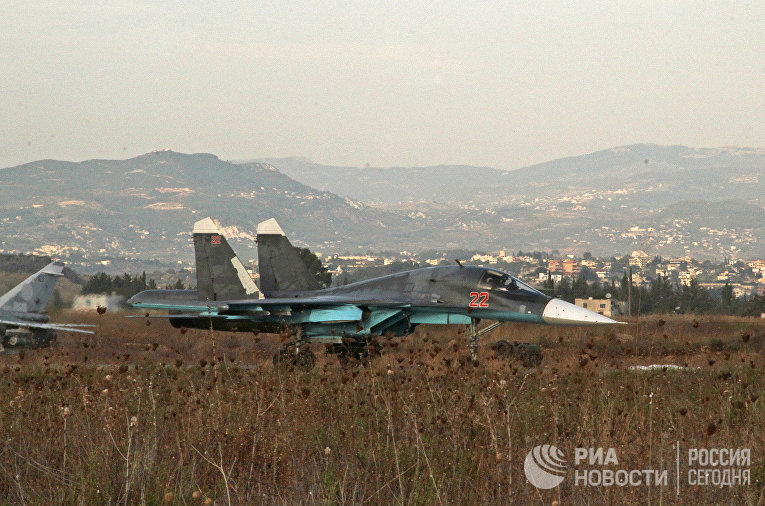 Российские самолеты Су на аэродроме около Латакии