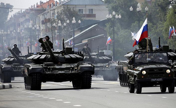 Российские военные во время парада в Южно-Сахалинске, 2 сентября 2015 года