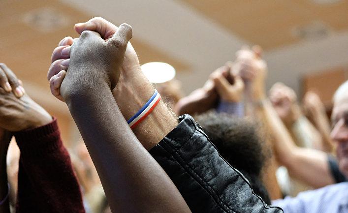 Противники независимости Новой Каледонии на предвыборном митинге в Нумеа