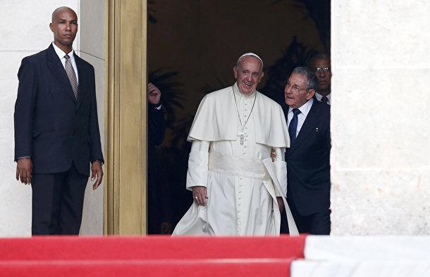 Папа Франциск и Рауль Кастро в Музее революции в Гаване