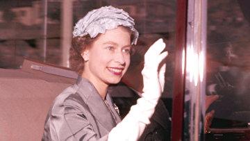 Королева Елизавета едет в театр, 1957 год