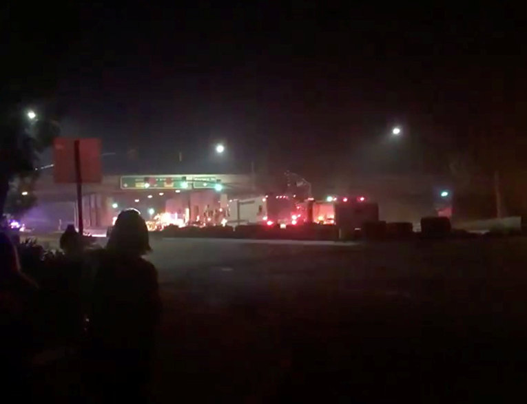 Первые кадры из бара Borderline Bar & Grill города Таузенд-Оукс под Лос-Анджелесом, где мужчина открыл огонь по посетителям