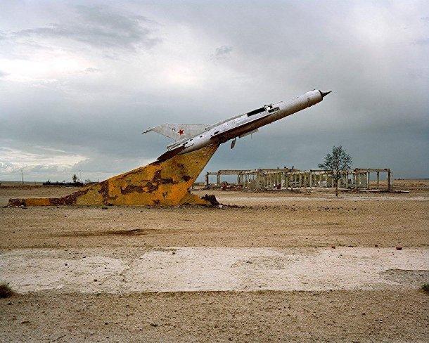 МиГ-21 на заброшенном аэродроме в Монголии