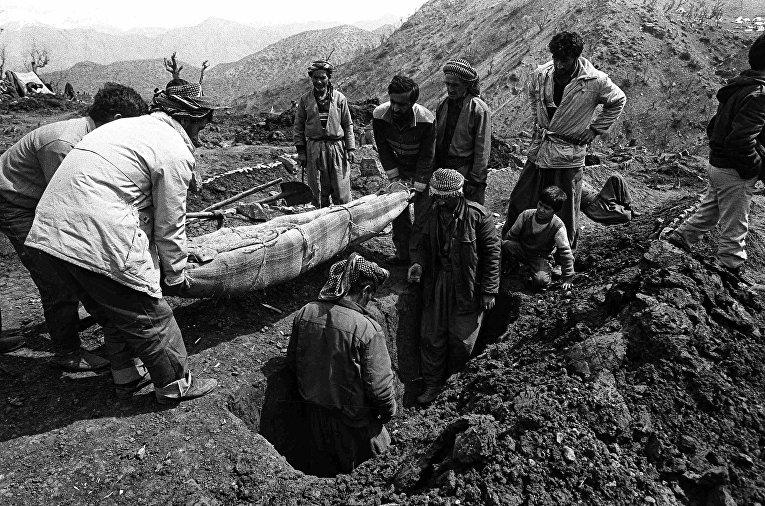 Похороны в лагере для беженцев Чукурджа в Турции, 1991 год