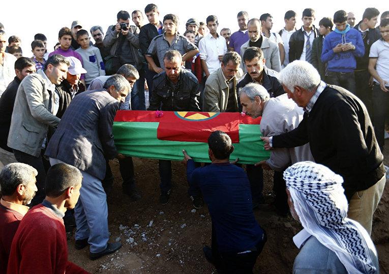 Похороны курдских ополченцев, воевавших с боевиками Исламского государства в городе Кобани