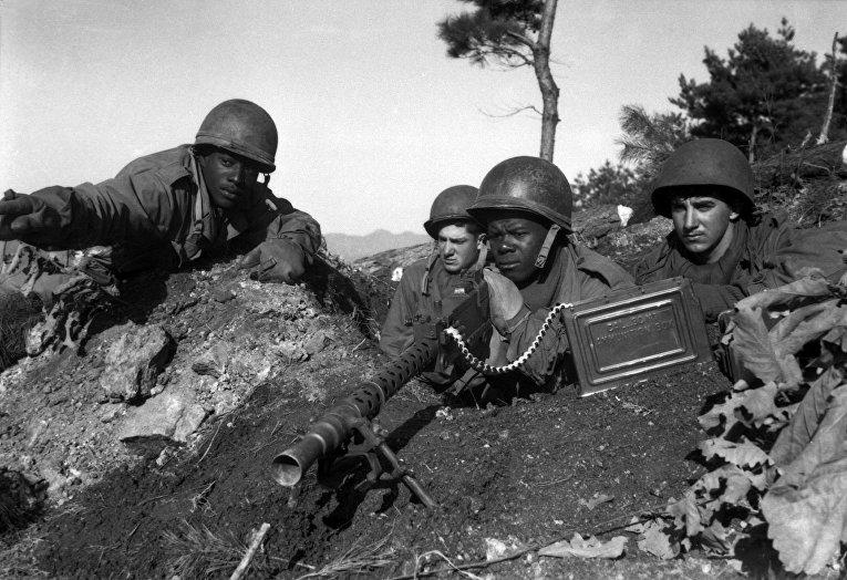 Американские солдаты на своих позициях у реки Хыйчхон, 20 ноября 1951 года