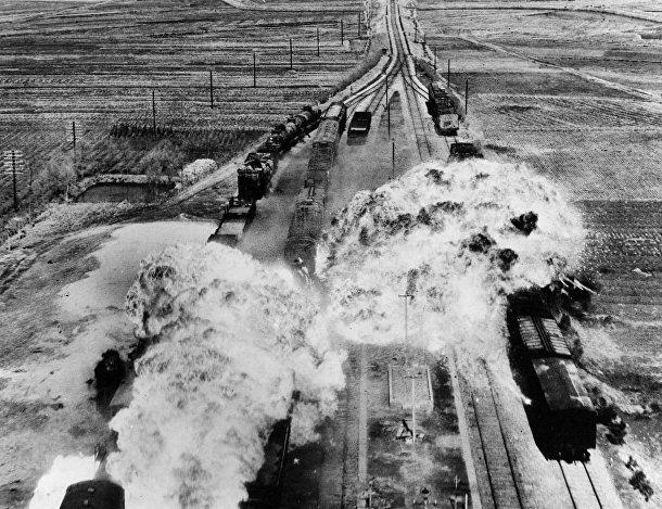 Американцы бомбят железную дорогу к югу от города Вонсан