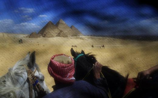 Пирамиды в Гизе, сфотографированные через никаб