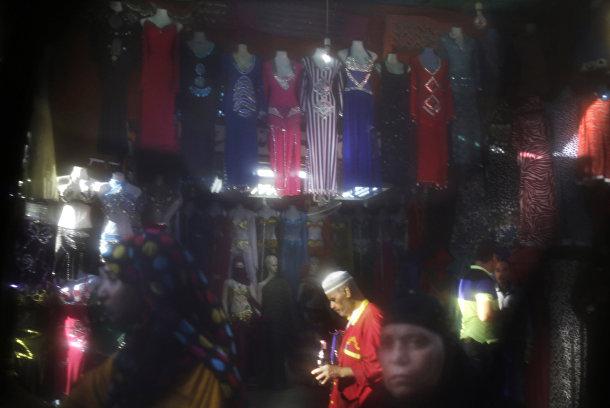 Рынок в Каире, фотография сделана через никаб