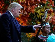 Президент США Дональд Трамп во время празднования Хэллоуина в Белом доме