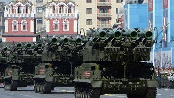 """Зенитно-ракетный комплекс """"БУК-М2"""" во время Парада Победы"""