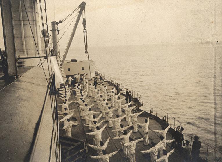 Утренняя зарядка на немецком корабле