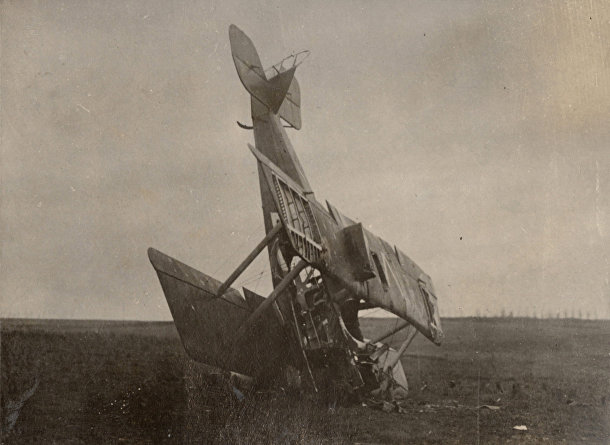 Поврежденный немецкий гидросамолет