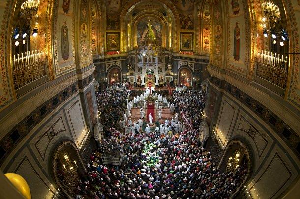 Пасхальная служба в храме Христа Спасителя в Москве