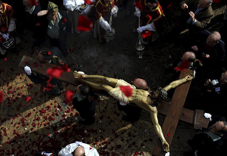 Процессия братства Эстудиантес на Пальмовое воскресенье