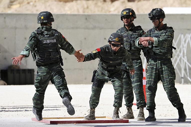 Китайские солдаты на 6-х ежегодных соревнованиях военных подразделений под эгидой короля Иордании Абдаллы II