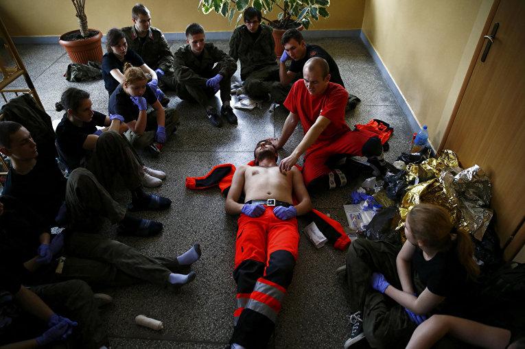 Занятия по оказанию медицинской помощи, организованные вооруженным формированием Obrona Narodowa