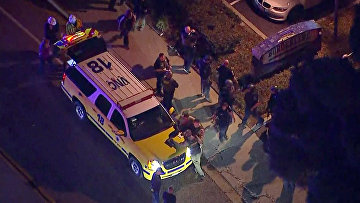 Полиция на месте стрельбы в городе Таузенд-Окс в Калифорнии