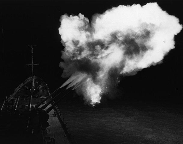 Обстрел побережья Северного Вьетнама с крейсера «Канберра» (USS Canberra)