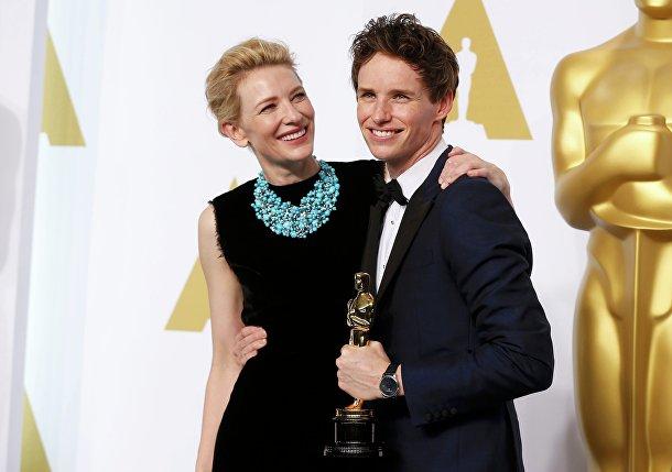 """Эдди Редмэйн и Кейт Бланшетт на церемонии вручения премии """"Оскар"""" в Голливуде"""