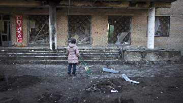 Здание 27-й больницы в Донецке, поврежденное во время обстрела