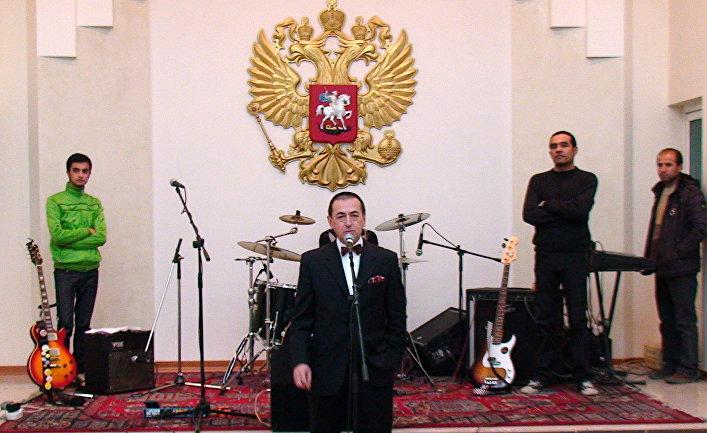 Посол России в Афганистане Андрей Аветисян открывает вечер, посвященный отмечаемому в РФ Дню дипломатического работника