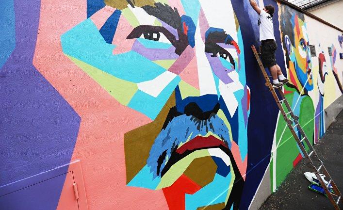 Граффити с изображением главного тренера сборной России по футболу Станислава Черчесова в Москве