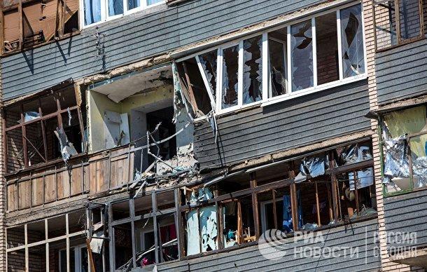 Дом, пострадавший в результате массированных артиллерийских ударов по Славянску