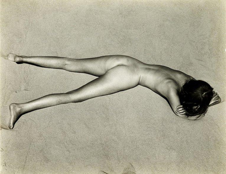 Эдвард Уэстон «Обнаженная на песке», 1936