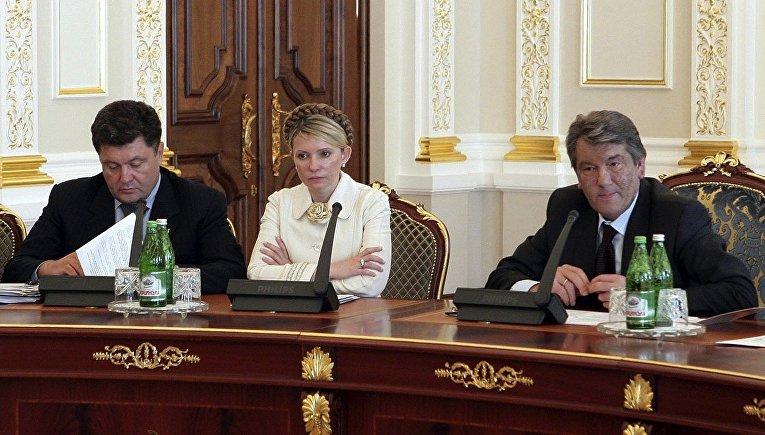 Секретарь СНБО Украины Петр Порошенко, премьер-министр Юлия Тимошенко и президент Виктор Ющенко