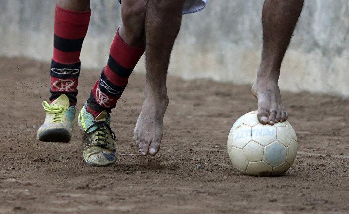 Матч «пелада» в фавеле Борел в Рио-де-Жанейро