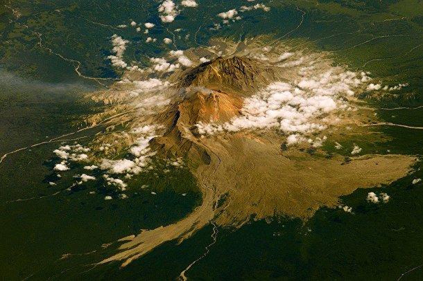 Вид из космоса на вулкан Шивелуч