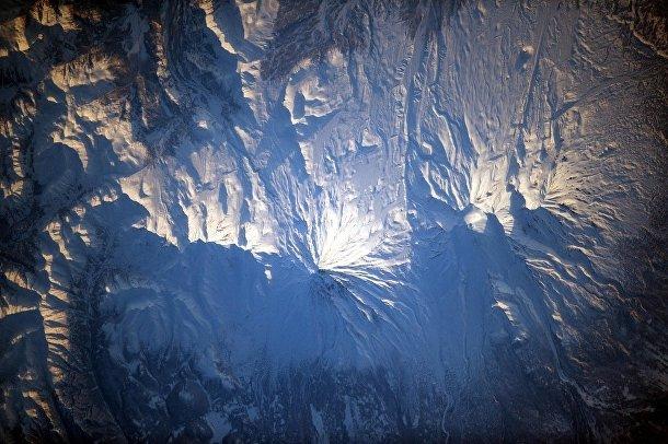 Вид из космоса на Авачинскую сопку