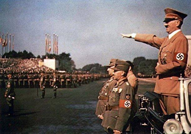 Адольф Гитлер на съезде Нацистской партии
